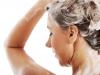 Những sai lầm khi gội đầu khiến tóc ngày càng xơ rối, gãy rụng