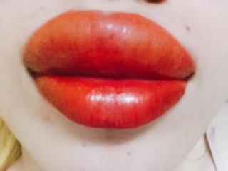 """Ham xăm môi căng mọng, cô gái trẻ nước mắt hai hàng nhìn đôi môi sưng tều, """"cháy sém"""" như quả táo héo"""